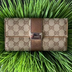 Nice ! Authentic pre owned Gucci wallet.